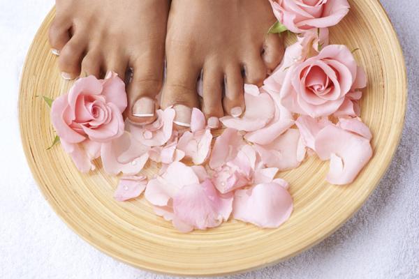 女性の足の花びら