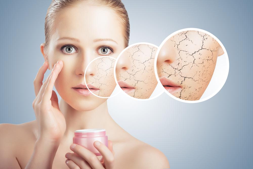 肌の内側が乾燥していく女性