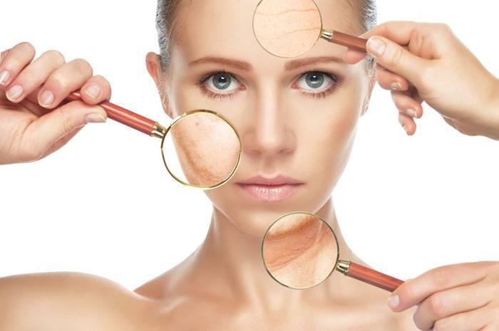 肌細部の老化現象を表した女性